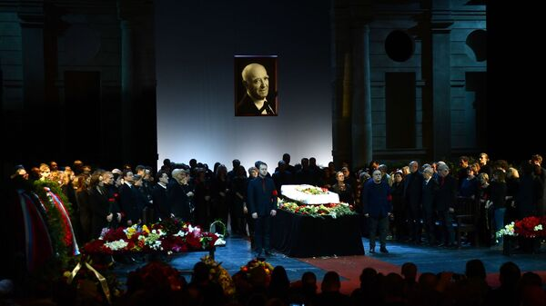 Церемония прощания с народным артистом СССР Владимиром Этушем в театре им. Евгения Вахтангова