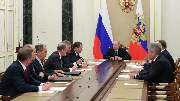 Президент РФ Владимир Путин на совещании с постоянными членами Совета безопасности РФ. 13 марта 2019