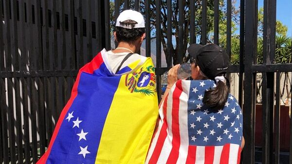 Участники митинга сторонников лидера оппозиции Хуана Гуаидо в Каракасе