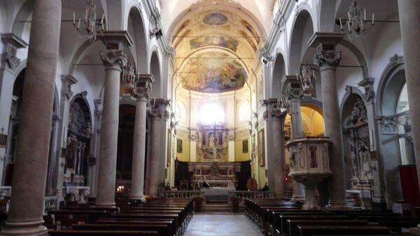 Церковь Святой Марии Магдалины в итальянском городе Кастельнуово-Магра в северной области Лигурия