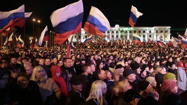 Жители Симферополя на концерте Крым-Весна