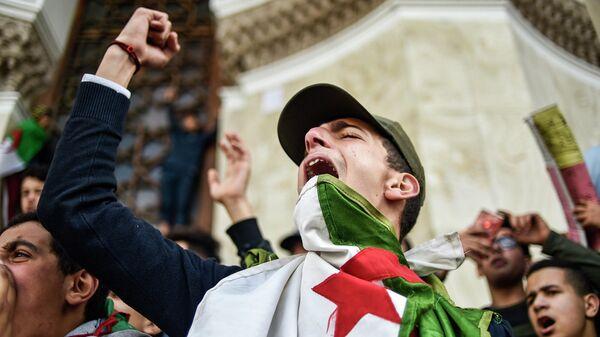 Демонстрации против выдвижения действующего президента Алжира Абельазиза Бутефлики на пятый президентский срок подряд