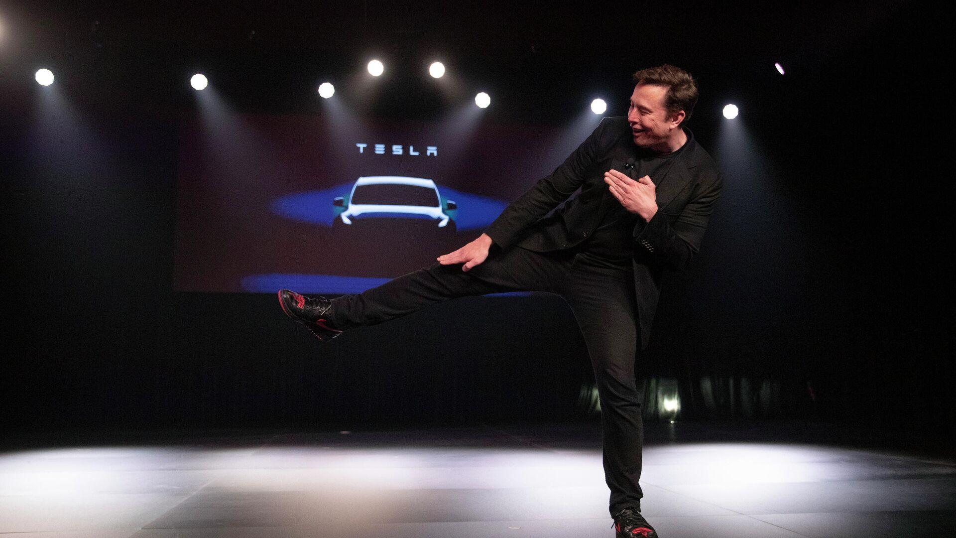 Глава компании Tesla Илон Маск во время презентации автомобиля Tesla Model Y. 14 марта 2019 - РИА Новости, 1920, 05.08.2020