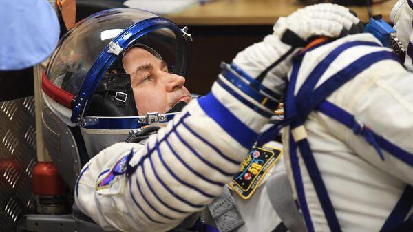 Член основного экипажа 59/60-й длительной экспедиции на МКС космонавт Роскосмоса Алексей Овчинин перед запуском ракеты-носителя Союз-ФГ с транспортным пилотируемым кораблем Союз МС-12 с космодрома Байконур