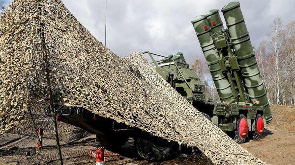 Боевые расчеты новейших зенитных ракетных систем С-400 Триумф