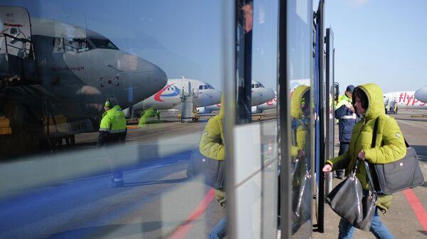 Пассажирка в аэропорту