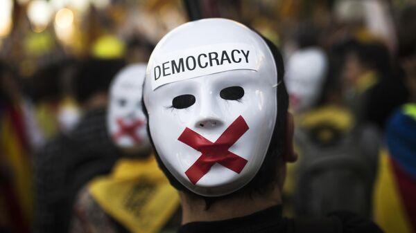Участник акции в поддержку независимости Каталонии в Мадриде. 16 марта 2019