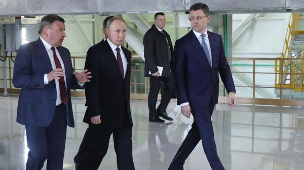 Президент РФ Владимир Путин во время посещения Балаклавской ТЭС