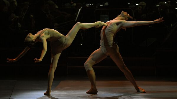 Прима-балерина Большого театра Светлана Захарова и солист балета Большого театра Якопо Тисси во время исполнения фрагмента балета К. Монтеверди Caravaggio на Исторической сцене Большого театра