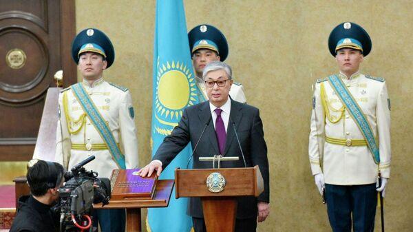 Председатель Сената Парламента Казахстана Касым-Жомарт Токаев приносит присягу на церемонии передачи ему полномочий президента страны. 20 марта 2019