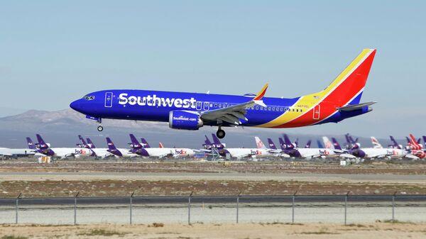 Самолет Boeing 737 Max авиакомпании Southwest Airlines заходит на посадку