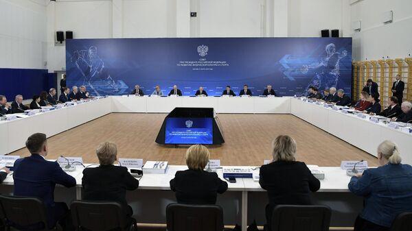 Владимир Путин проводит заседание Совета при президенте по развитию физической культуры и спорта
