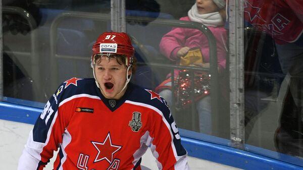 Форвард ЦСКА Кирилл Капризов радуется заброшенной шайбе