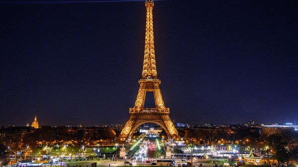 В Париже в витрину свадебного бутика врезался автомобиль