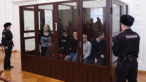 Обвиняемые по делу об организации теракта в петербургском метро 3 апреля 2017 года на заседании суда в Санкт-Петербурге. 2 апреля 2019