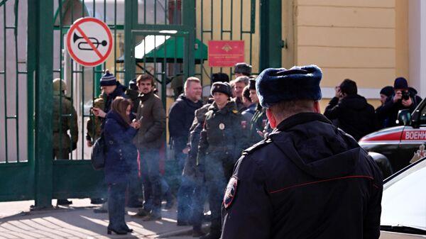 Въездные ворота у здания Военно-космической академии имени А. Ф. Можайского в Санкт-Петербурге, где произошел взрыв