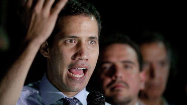 Лидер оппозиции Хуан Гуаидо во время пресс-конференции в Каракасе