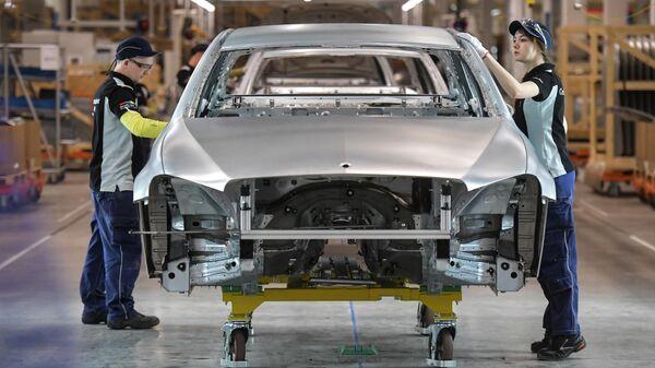 Цех завода по производству легковых автомобилей Mercedes-Benz концерна Daimler в индустриальном парке Есипово в Московской области
