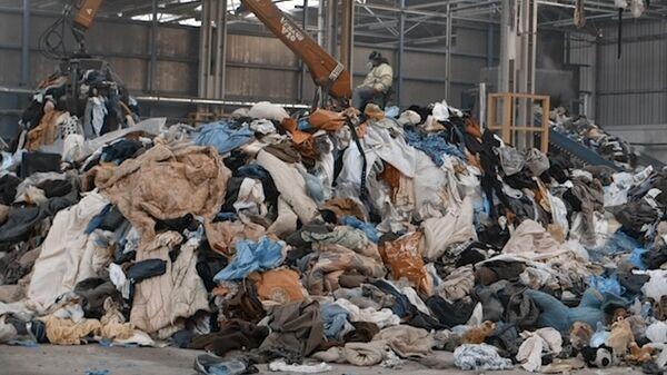 Помойка от кутюр: мы ежеминутно покупаем и выбрасываем тонны вещей