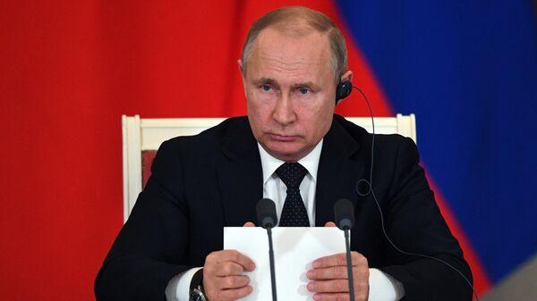 Президент РФ Владимир Путин на пресс-конференции