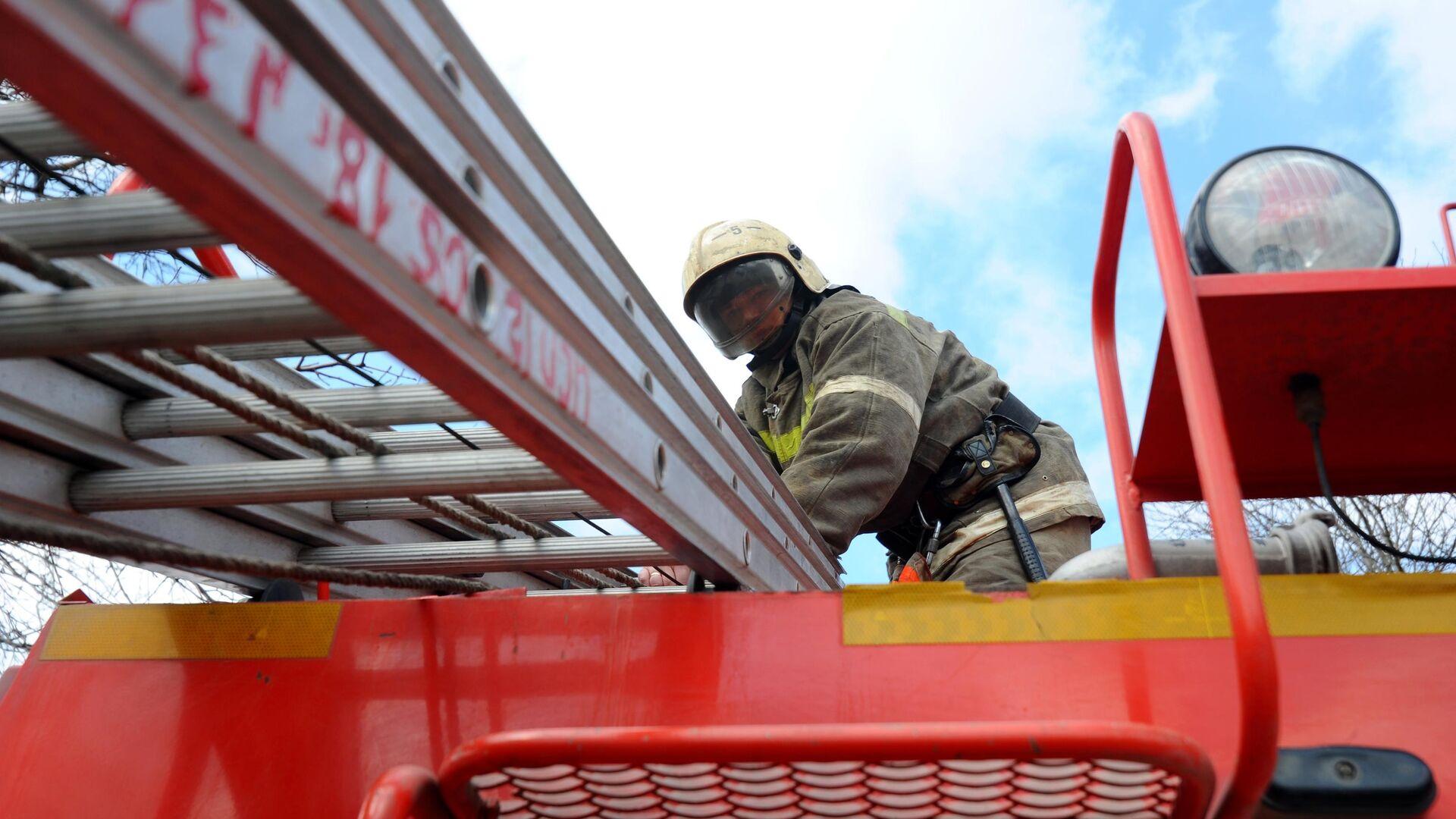 Работник пожарной охраны - РИА Новости, 1920, 08.09.2021