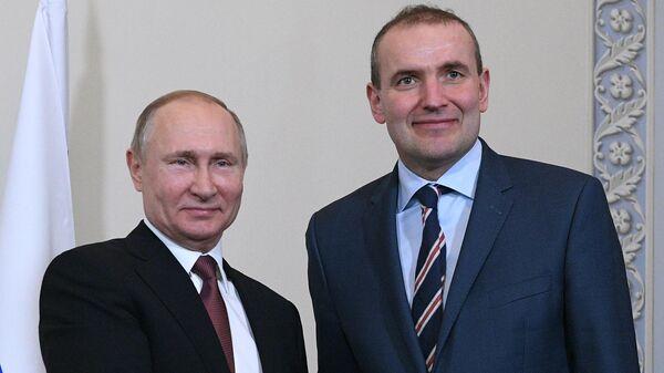 Владимир Путин и президент Республики Исландии Гудни Йоханнессон во время встречи на полях V Международного арктического форума в Санкт-Петербурге. 10 апреля 2019