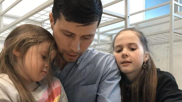 Шведская ювеналка отдала российских детей ливанцам. Отец хочет их вернуть