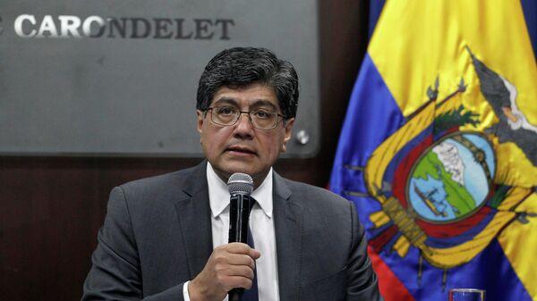 Министр иностранных дел Эквадора Хосе Валенсиа во время пресс-конференции. 11 апреля 2019