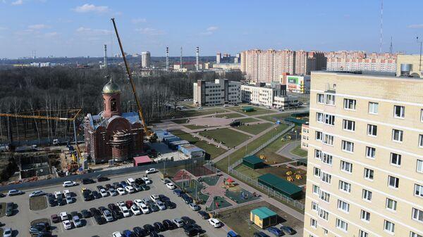 Главный храм Росгвардии в городе Балашихе Московской области во время установки креста