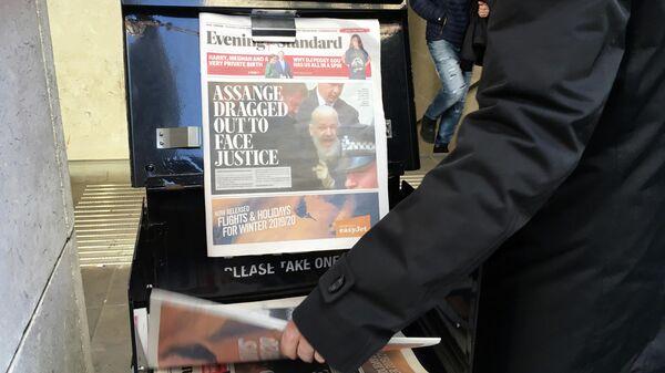 Бесплатные газеты возле метро Лондона