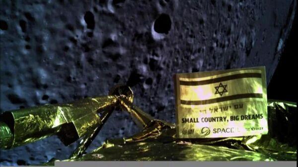 Израильский космический аппарат Берешит во время посадки на Луну. 11 апреля 2019