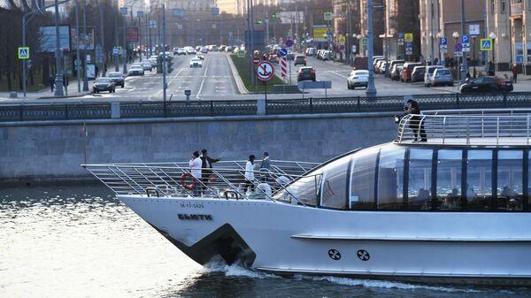 Прогулочная яхта на Москве-реке