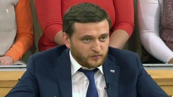 Стоп-кадр передачи пусть говорят с участием политического деятеля Павла Пятницкого