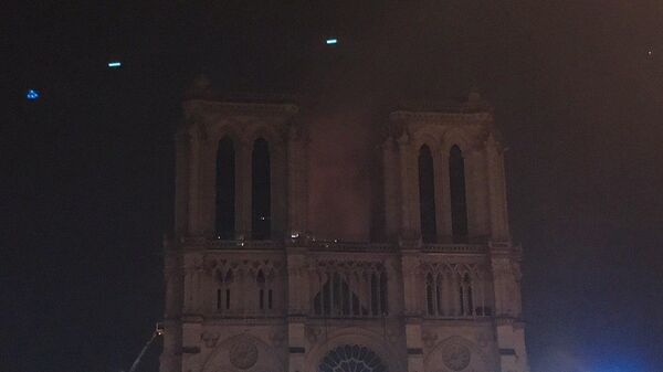 Ситуация на месте пожара в соборе Парижской Богоматери