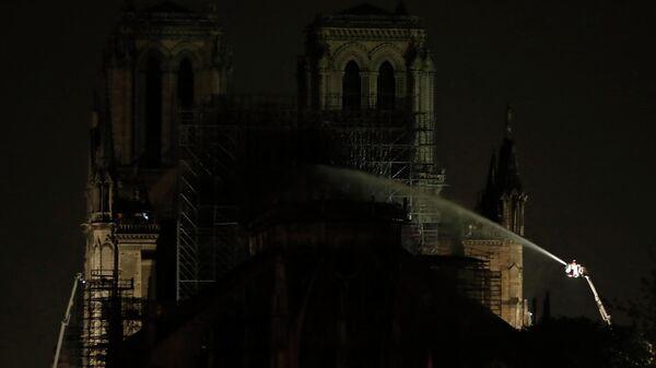 Проливка конструкции в соборе Парижской Богоматери