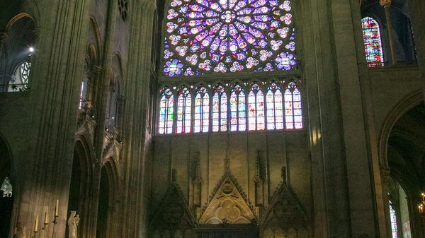Южная роза. Витраж собора Парижской Богоматери изнутри
