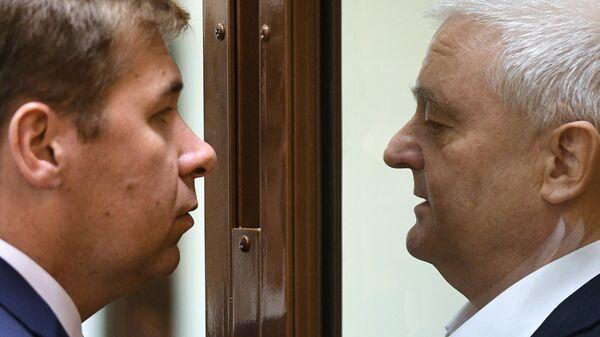 Гражданин Норвегии Фруде Берг, обвиняемый в шпионаже, и адвокат Илья Новиков во время оглашения приговора в Мосгосуде
