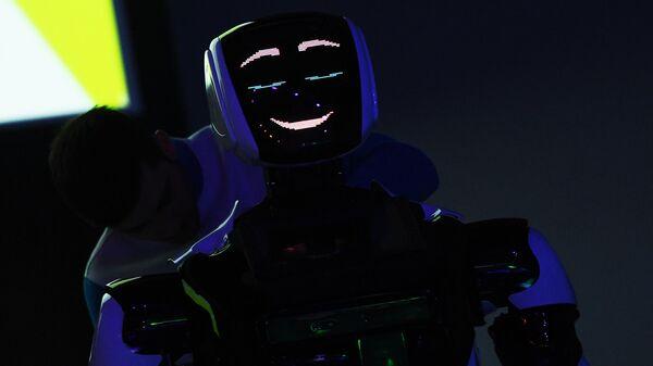 Презентация нового робота компании Промобот на форуме Skolkovo Robotics