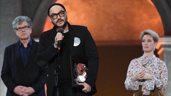 Режиссер Кирилл Серебренников (в центре), ставший лауреатом в номинации Драма/работа режиссера за спектакль Маленькие трагедии Гоголь-центра