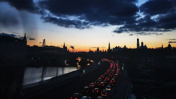 Кремлевская набережная в Москве