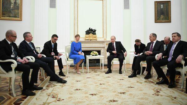 Владимир Путин и президент Эстонии Керсти Кальюлайд во время встречи