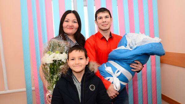 Чиновники потребовали с молодой матери налог за свой подарок