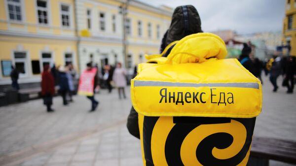 Курьер сервиса доставки еды Яндекс.Еда
