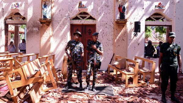 Военные на месте взрыва в церкви Святого Себастьяна в Негомбо, Шри-Ланка. 21 апреля 2019