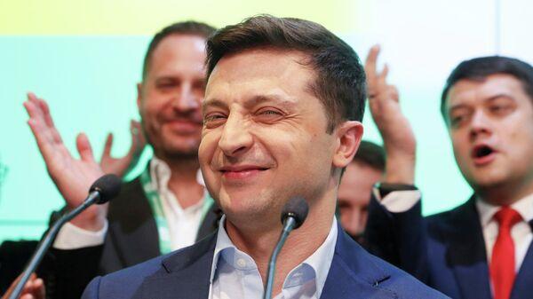 Кандидат в президенты от партии Слуга народа Владимир Зеленский после объявления первых результатов Национального exit poll
