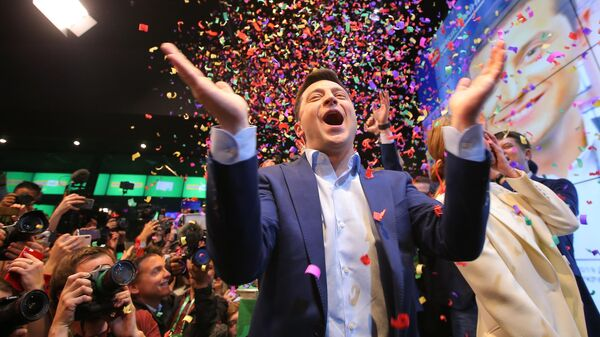 Кандидат в президенты от партии Слуга народа Владимир Зеленский в собственном штабе во время объявления первых итогов голосования второго тура выборов президента Украины
