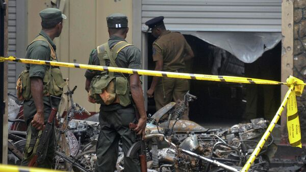 Военные на месте взрыва в Шри-Ланке
