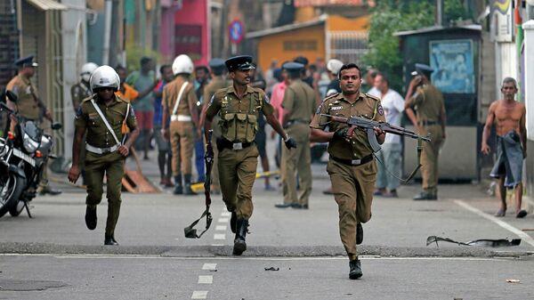 Полицейские в столице Шри-Ланки Коломбо. 22 апреля 2019