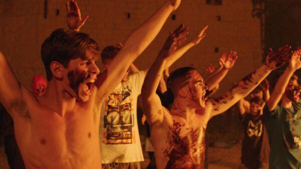 Кадр из фильма Пираньи Неаполя