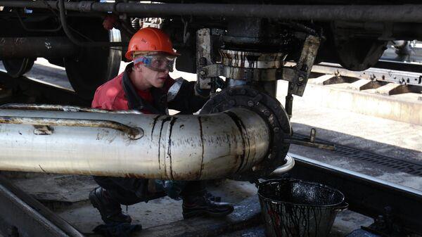 Цистерна с нефтепродуктами